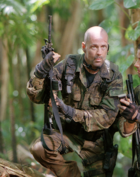 Lieutenant_A.K._Waters_(Bruce_Willis)_in_Tears_of_the_Sun_(2003).png